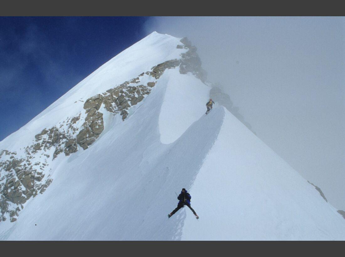KL-Kaltenbrunner+Dujmovits-2x14-8000er-4-XifengPeak-Roebi-am-Grat-zum-Gipfel(c)R.DujmovitsORIGINAL (jpg)