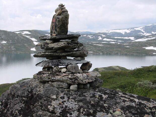 OD Bergtour Bergwandern Wanderweg Steinmännchen pixelio