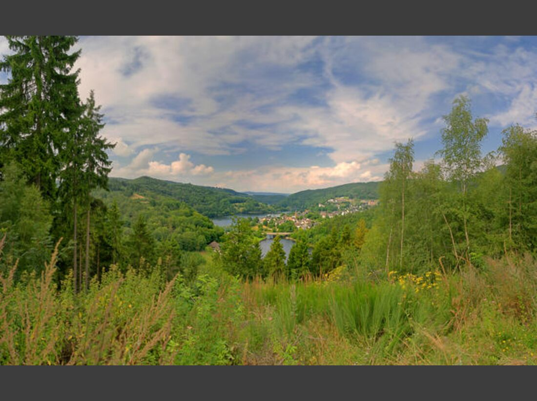 OD-Eifelsteig-02_Monschau---Einruhr_Eifel-Blick-Simmerath-Einruhr-Wolfsh_gel (jpg)