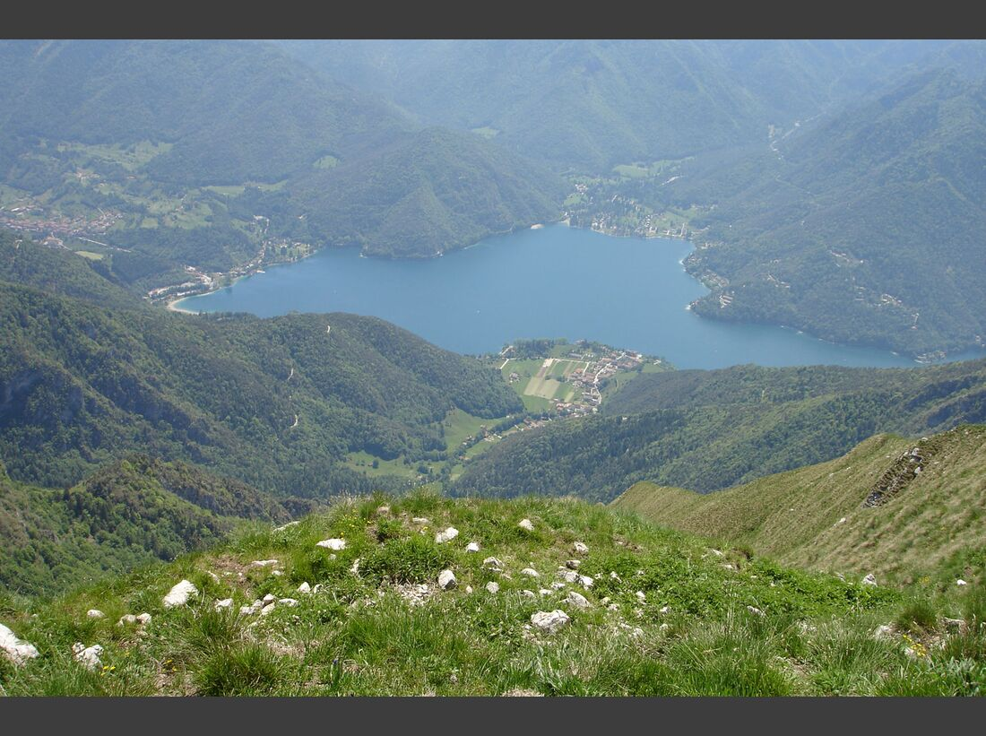 OD-top-10-Alpenseen-Lago_di_Ledro_cima_pari_superfraenk_wikipedia