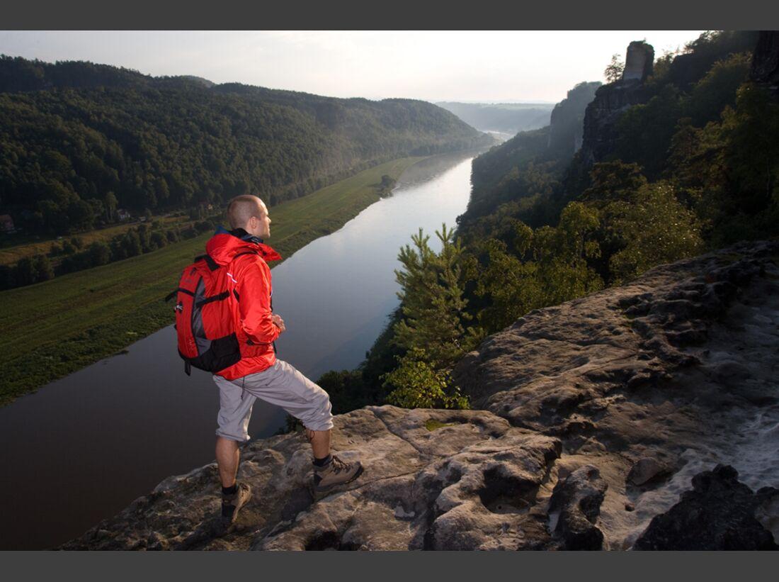 od_fernwanderwege_Elbsandsteingebirge_wanderer (jpg)